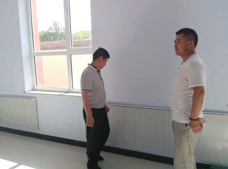 塔黄旗小学碳纤维电暖器安装